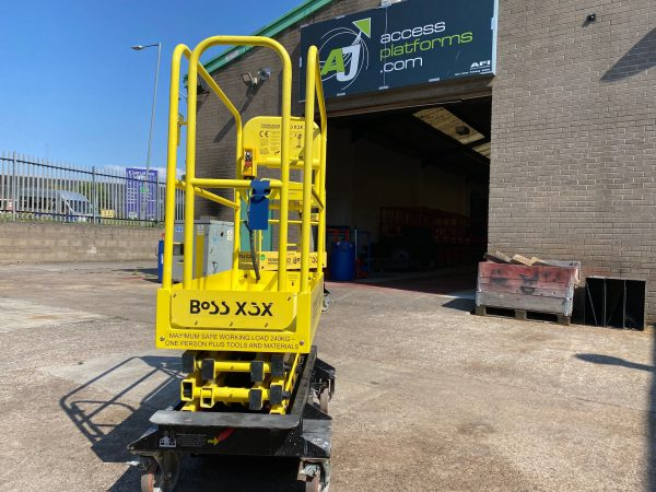 rear view yellow lifter