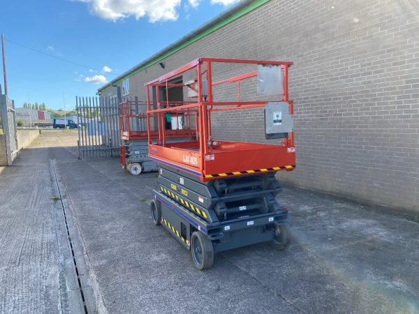 front side view lift against a wall