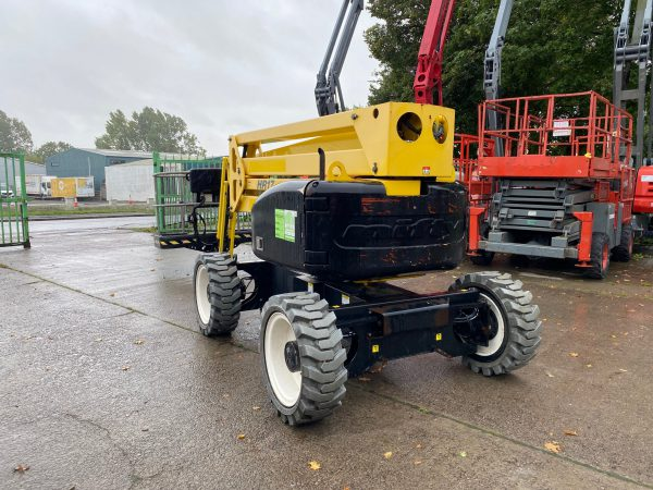 Niftylift HR17D in the yard